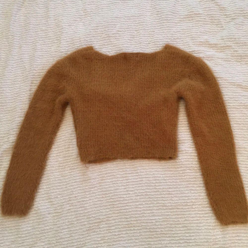 Superfin stickad tröja från fashion nova. Använd fåtal gånger. Pris exklusiv frakt. Går att pruta😁. Stickat.