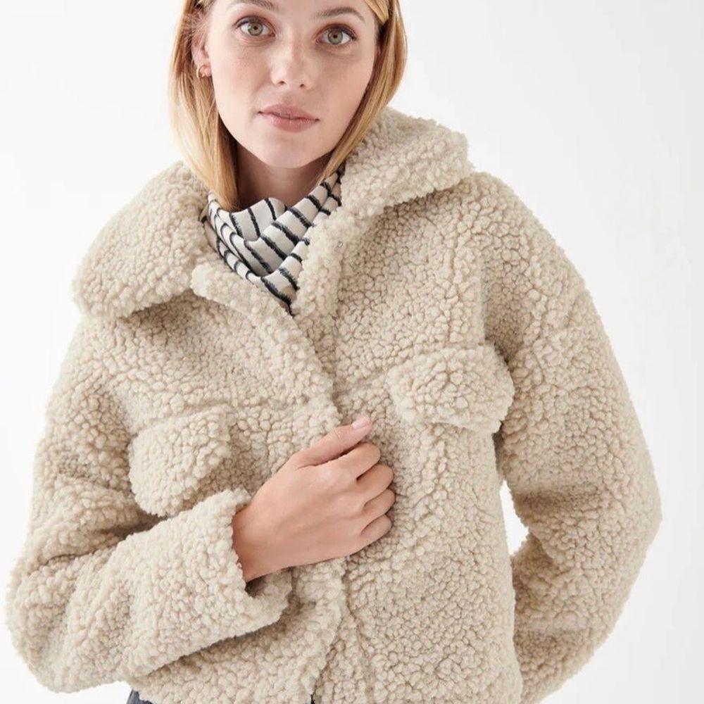 Säljer denna jacka från Gina Tricot, nyskick. Kan fraktas mot betalning.. Jackor.