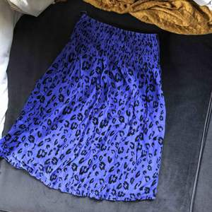 Ett bandlöst lila leopardlinne från H&M i storlek 34