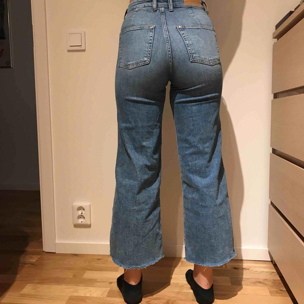 Supersnygga culotte-jeans från H&M, sparsamt använda därav nästan nyskick⚡️ frakt tillkommer! Älskar jeansen men de är för små vilket är anledningen till att jag säljer!❤️. Jeans & Byxor.