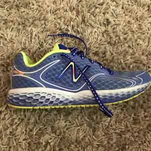Löparskor från new balance Super sköna! Använda ca 2 gånger utomhus sen inne på gym  Kan skickas!