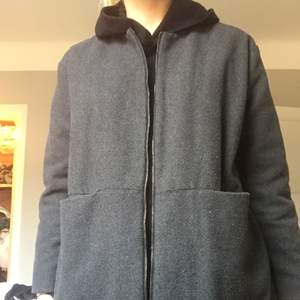 Jacka med fleece inuti. One size från ett litet trendigt märke i Hong Kong. One size
