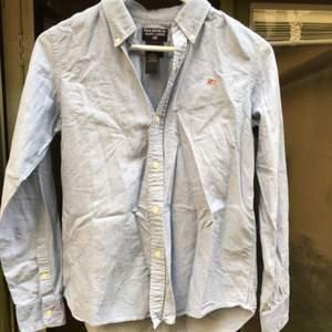 Hej  Säljer en Ralph lauren skjorta i storlek 8! Passa på