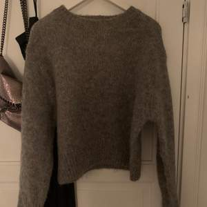 Stickad tröja från hm.wool/alpacka blend. Storlek S. Frakt ingår