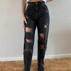 Säljer dessa jeans från pull&bear. Storlek 34.