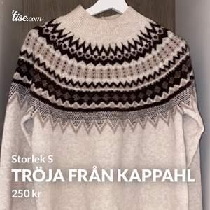 Superfin och jätte skön stickad tröja från Kappahl i storlek S. Endast använd en gång. Frakten blir 50kr 😊