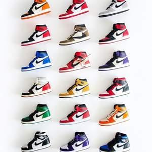 Söker alla typer av Jordans till ett billigt pris! Helt nya helst. Måste vara äkta & finnas någon typ av äkthetsbevis!