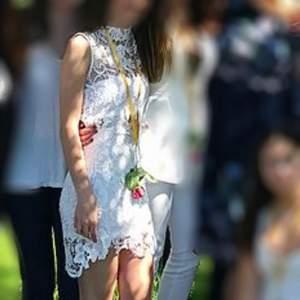 FIN klänning som är perfekt för sommar/avslutning/student. Storlek XS🦋 frakt:20kr