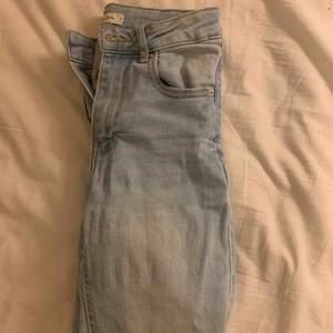 Högmidjade jeans från Gina. Sitter tight o snyggt!