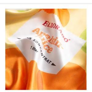 Sidenscarf från eldorado sommarkollektionen. Slutsåld och helt oanvänd. Köparen står för frakten