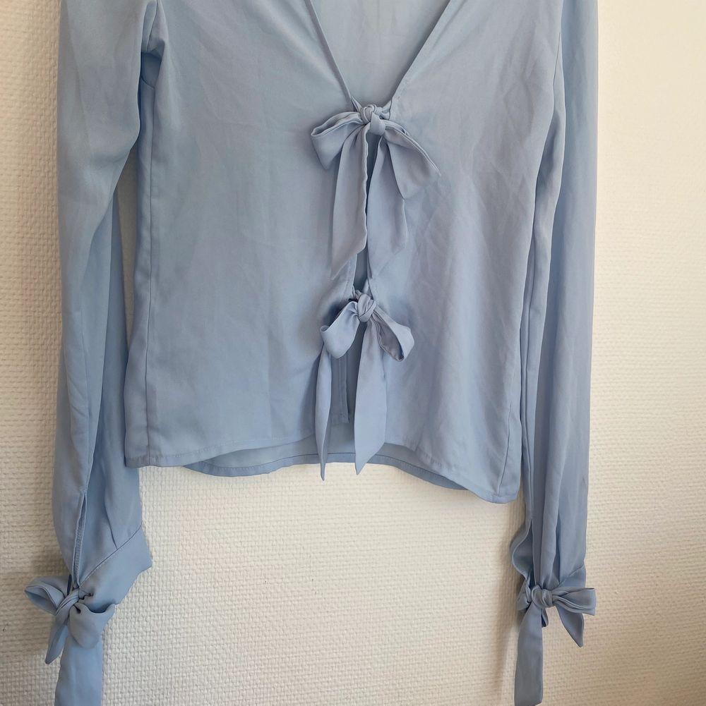 En helt ny tröja så aldrig använd,  i storlek 36.  🙂 300kr med frakten. Blusar.