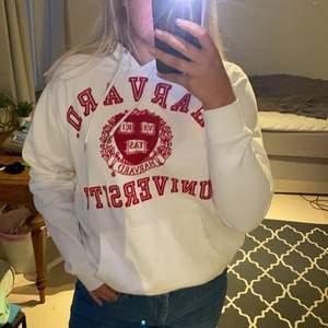 Harvard hoodie från HM i bra skick💗 lite liten i storleken