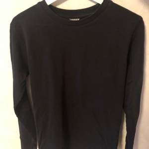 Svart unisex tröja från Urban Classic i mycket bra skick. Storlek S. Pris kan diskuteras. Tar endast Swish.