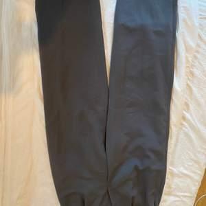Super snygga mörkgrå kostymbyxor köpta secondhand i Köpenhamn
