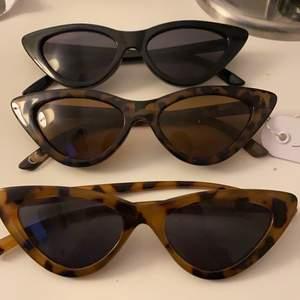 Säljer mina skit snygga vintage glasögon i as cool modell, de är i svart, mörk brun och ljusbrun! 50kr st men 130kr tsm🌟🕶