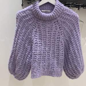 """Grovstickad lila tröja, stl XS. Från Gina tricot """"premium quality"""". Tröjan är aldrig använd."""
