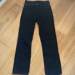 Weekday jeans i modellen Voyage, köpare står för frakt