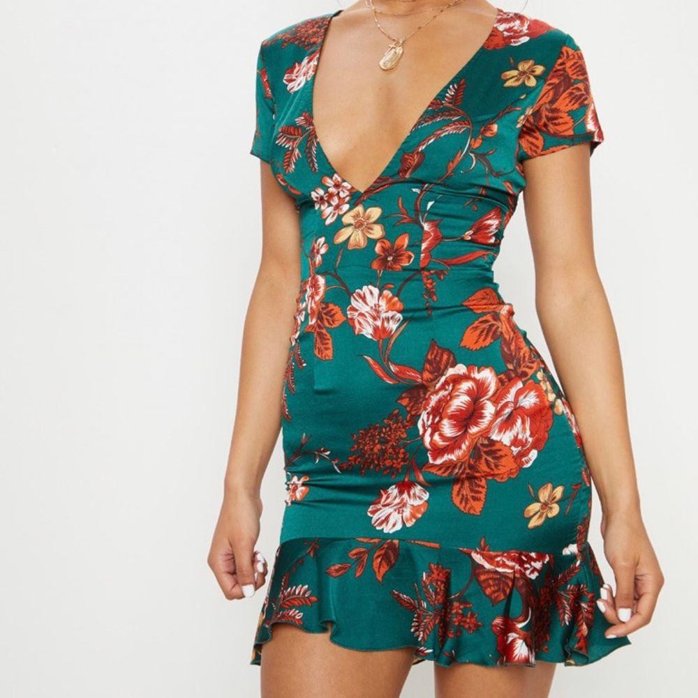 Oanvänd kläning från PLT storlek 8 (34)  älskar denna men liten i storlek för mig dock.. . Klänningar.