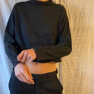 Fin tröja som aldirg används, på första bildena den uppvikt