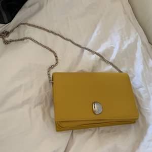 Jättefin väska som är helt oanvänd ! Väldigt rymlig. Köpt för 499