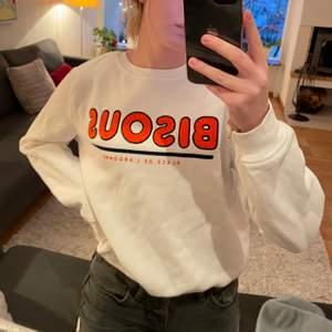 Skön sweatshirt från H&M. Använd fåtal gånger. Köparen står för frakt😊