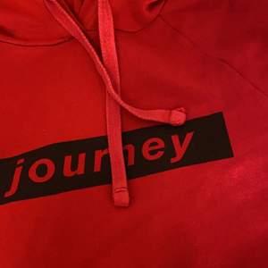 säljer dessa hoodies 1 styck för 75kr, första är Xs, andra 146-152, tredje 146-152