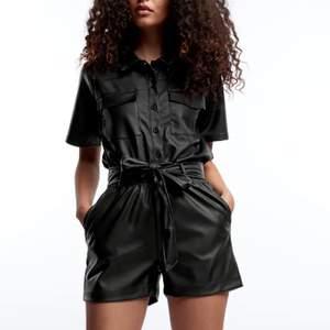 Skinn shorts ifrån Gina Tricot med nypris 279kr!! Dessa är helt nya och oanvända med till och med lappen kvar🥰