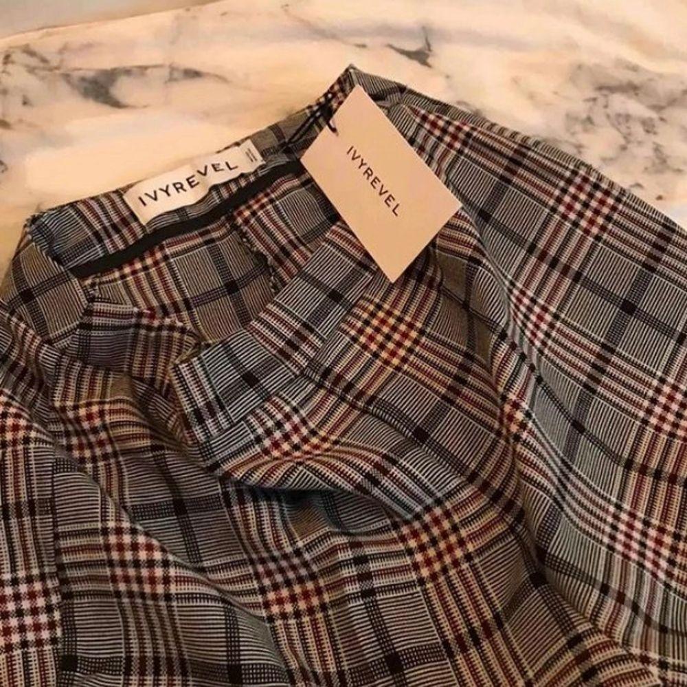 IvyRevel kostymbyxor med lite bootcut, skriv för fler bilder💕 Endast använda kanske 3-4 gånger. Jeans & Byxor.
