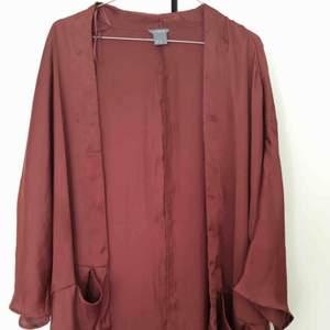 Kimono från Lindex. Kan mötas upp i Stockholm