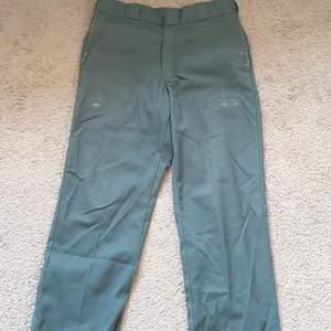 Säljer mina blå dickies original fit byxor köpt från junkyard för 600 cond 9/10