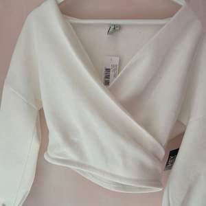 Aldrig använt tröjan prislappen sitter även kvar storlek XS men är som en S, säljer pågrund av för stor på mig (står ej för frakten) 💕