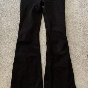 Så fina lågmidjade bootcut jeans från Trendyol! Strl 34. Nyskick💞 passar i längden för mig som är 173 cm