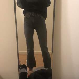Säljer dessa jeans! Storlek 34 men pssar även 36 skulle jag säga! Du står för frakt 💕