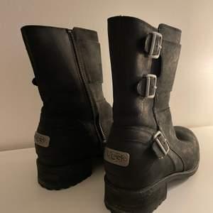 Vadderade Ugg boots storlek 38, true to size, använda enstaka gång.