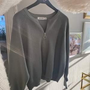 Skitsnygg och sparsamt använd tröja från carin wester i skönaste tyget!!! Jättefin grön färg