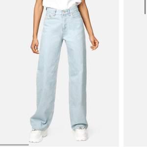 Säljer mina jeans från junkyard då dom är förstora inga fel på dom super bra skick. Köpta för 500kr säljer för 300kr kan sälja billigare vid snabb affär