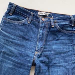 Jättesnygga jeans från Acne säljs nu till superpris pga storrensning! Utgångspris: 200kr W29 L32