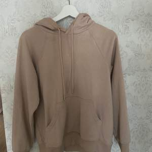 Beige hoodie från hm, typ aldrig använd köparen står för frakt