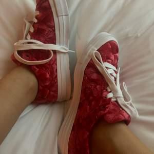 Riktigt feta skor i velour slm tyvärr inte kommer till användning! Kom med bud! Relativt bra skick.