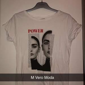 Säljer denna basic t-shirt som går att matcha med så många olika klädesplagg!