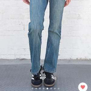 INTRESSEKOLL på mina helt nya brandy jeans. De är i storlek medium och köpta för en vecka sen! Hör av er för bilder BUDET ligger på 450kr❤️