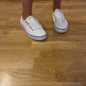 superfina tommy himfigher skor som är använda 2 ggr