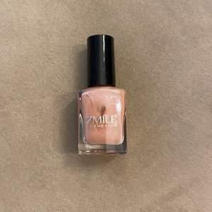 Ett glittrig rosa nagellack från zmile cosmetics. Aldrig använt! Frakt 12kr