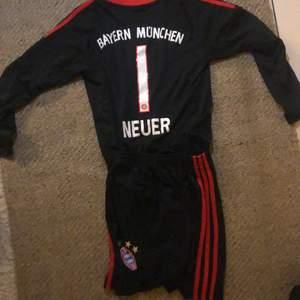 Det är ett målvaks kitt av Bayern München det är Neuer