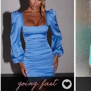 Säljer denna fina ljusblåa klänningen från OH POLLY, aldrig använd, prislapp och snören finns kvar på klänningen. Köptes för 600kr.