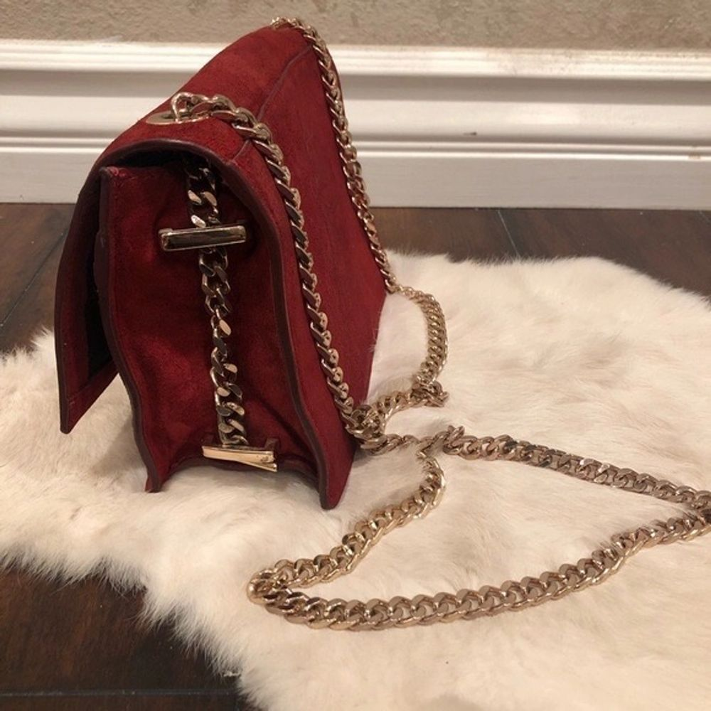 Nypris $50. Price reflects the bag. Moderate use. Lining clean and intact. No stains, holes, etc. Disclaimer: Please expect some general wear in all secondhand pre-owned items as they have lived a previous life, so do not expect a mint item.. Väskor.