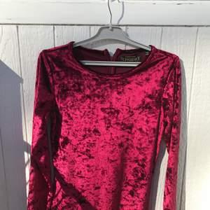 Jättefin sammetsklänning! Kommer tyvärr inte till användning