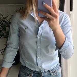 Skjorta från GANT. Fin färg och jättesnygg passform men för liten för mig :(