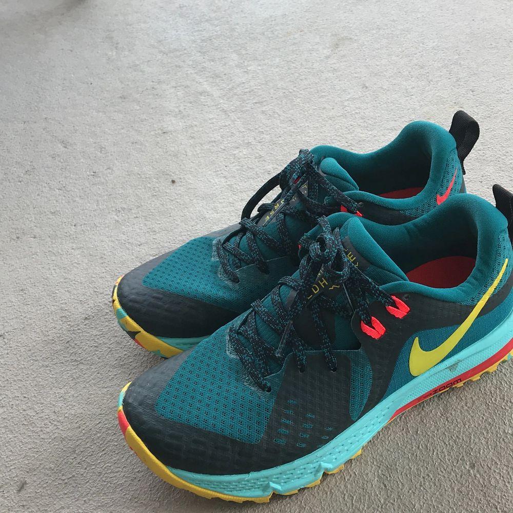 Bild 1; Svarta adidas skor i storlek 38, köpt från Zalando. Använt 2 ggr. Pris 450 kr. Bild 2; träningsskor/joggingskor köpt för runt 1200 kr och är aldrig andvänd, köpt från stadium. Pris 600 kr. Båda för 1000 kr. . Skor.