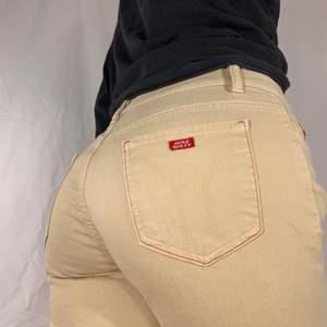 Beigea jeans från Miss Sixty. Fint skick.